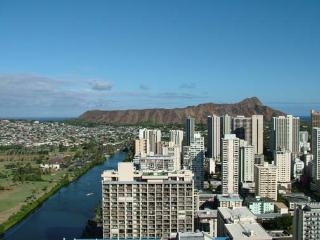 (Waikiki) Island Colony 35th floor, Quality Studio Condo, Diamond Head & Ocean View, Near Beach!