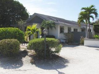Beautiful East end condo- close to bay and beach.