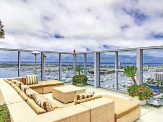 Luxury Living With Ocean Views and Amenities!!!