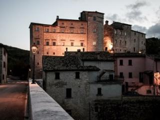 The castle of belforte All' isauro Accomodation in Historical Rooms and apartments in marche near urbino