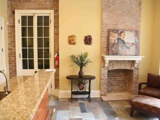 Beautiful New Orleans 2 BR French Quarter Condo