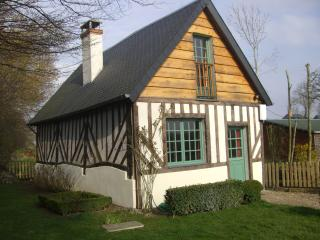 Very charming typical cosy country cottage near Deauville and 10 golf courses