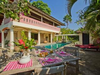 Relaxing villa at 800m from beach CANGGU