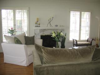 BEAUTIFUL, SUNNY APT. IN IDEAL (Los Angeles) BRENTWOOD NEIGHBORHOOD. DEC 23 - FEB. 10
