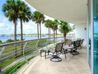 WIFI. Only $135/nt WINTER RATE!! 5 Pools. 3 Flat Screen TV. 2,000 sq ft. Stunning Balcony Sunsets