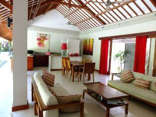 Large calm & bright serviced villa