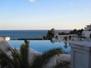 rent apartment in cannes croix de gardes in residence. Up to 5 beds. living room and little bedroom