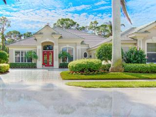 Upscale South facing Naples/Pelican Marsh Estate