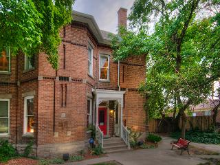 6 Bedroom Suites|Outdoor Hot Tub|Historic Charm W/Modern Updates|Walk to Trax