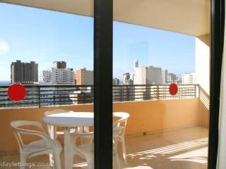 2 bed apt. 500m Levante Beach