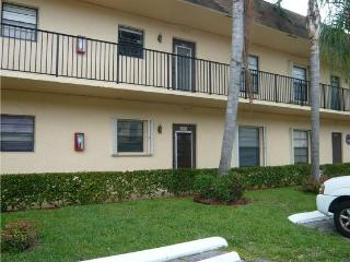 hollywood,Florida,For rent 2/2  for 55 years old and more price $ 1000/month max duration 2 years