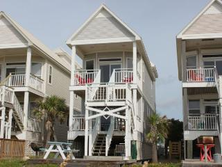 Beachfront Cottage, Very Nice 3BR 3BA Slps 8