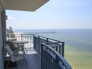 3BR/3BA Luxury end Unit Condo Walk To Pier Park