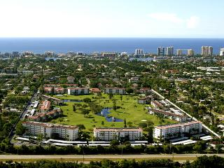 MINUTES FROM THE BEACH AND OLD NAPLES, FREE GOLF
