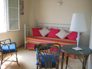Pleasant apartment in the city center, with parking.