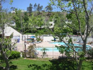 Quiet Bay Park/Fashion Valley Condo