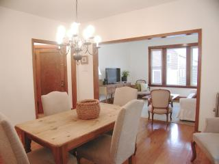 Spacious & Sleeps 4...lovely Lincoln Square!