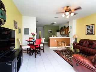 2 MILES to DISNEY, 3 BD, 3 BA, 9 SLEEPS, PRIVATE POOL, 4 FLAT TV, 5 STAR RESORT