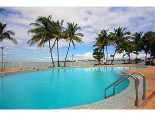 Miami Condo w/breathtaking views, minutes to beach