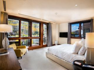 5-Star,1 Bedroom +Den , 1,354-sqft Residence, Center of Vail Village at Solaris