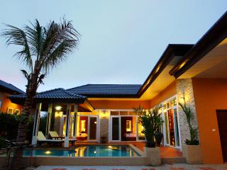 Rawai Private Villas 3 - pool and garden