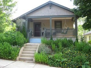 Historic Corner Cottage - easy walk to Downtown !