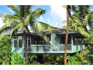 Spacious 2 Bedrooms with A/C-Walk To A Sandy Beach