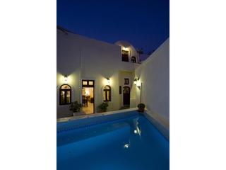 VILLA SANTORINI - LUXURY  IN PREMIUM LOCATION