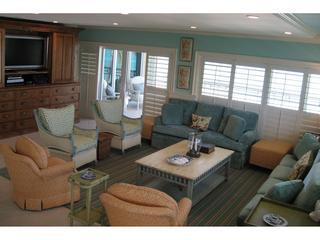 4 Bedroom Luxury Oceanfront Condo on 7 Mile Beach