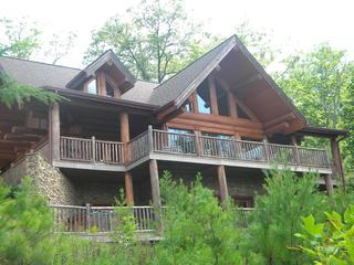 Grizzlys Den-Luxury 5 BR home in the Smokey Mtns