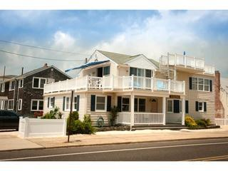 6th House from Beach | Sleeps 8 | Pet-Friendly
