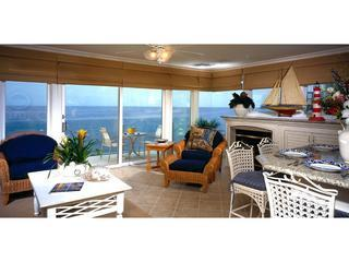 Oceanfront 2 bdrm, Great location in town, Luxury