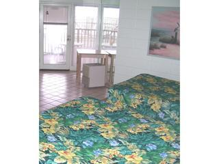Inn Paradise Studio, ON the beach with Kitchen, Sleeps 5