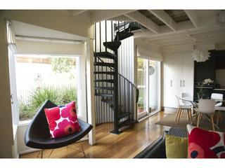 The Loft - delightful 2 bedroom house on city edge