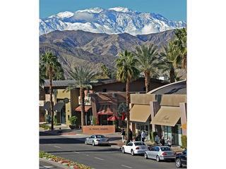 Wonderful Palm Desert condo steps from El Paseo !!
