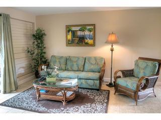 Beautiful remodeled condo in oceanfront complex!
