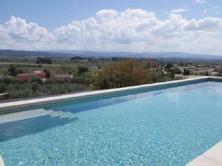 Modern Provencal farmhouse w/an exceptional view
