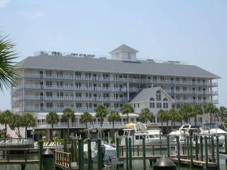 Dockside Top Floor Walk to Everthing. $99. a night