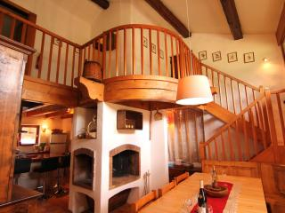 CHARMING COMFORTABLE CHALET IN MERIBEL 200M.FROM CHAIRLIFT,PISTE,CENTER RESORT;