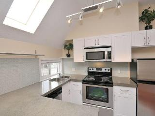 Renovated 1 Bedroom Suite in Rockland
