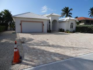 BEAUTIFUL NEW HOME IN KEY COLONY BEACH!!