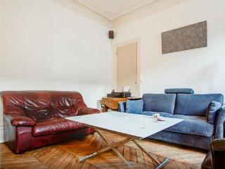 (NEW) Large apartment near Notre Dame de Paris