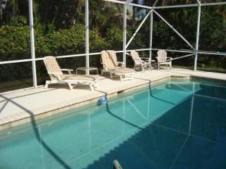 Private Pool Home**1/2 mile to Vanderbilt Beach!!