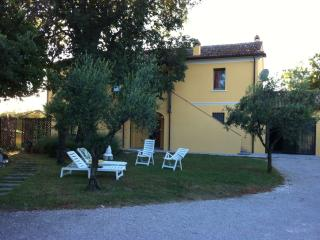 APARTMENT HOUSE WITH OLIVE GROVE IN THE MIDDLE 'ROAD BETWEEN THE SEA AND THE ART OF Pesaro Urbino