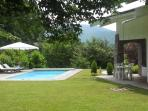 Annecy le vieux, on the hill, very nice place, studio with garden and swimming pool, between lake and montains, near  Annecy center