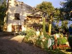 Allauch, sonnige und gerumige Wohnung in einer Villa mit Terrasse, Pool und Garten.