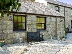 BETTYSCOT, pet friendly, with a garden in Redruth, Ref 6912