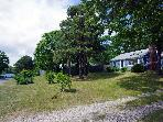 Pet-Friendly Cottage-Fenced Yard-Lake Beach 50 Yds