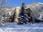 Vail Ski House- Very Close to Slopes!