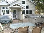 COURTYARD A with hot tub in the heart of MANZANITA